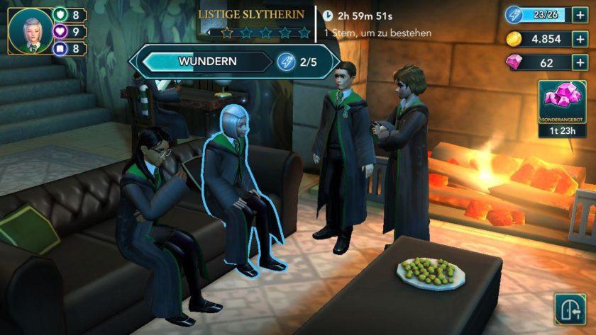 Ein Blick auf den Slytherin Gemeinschaftsraum und die eintönige Spielmechanik.