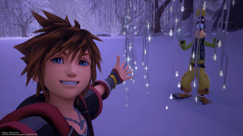 Sora und Goofy in den verschneiten Landschaften von Arendelle in Kingdom Hearts 3.