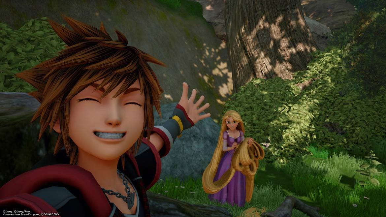 Sora und Rapunzel in der Welt Corona von Kingdom Hearts 3.